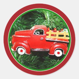 Pouco ornamento vermelho do caminhão de adesivo redondo