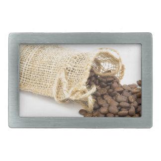 Pouco sackcloth com feijões de café