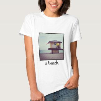 Praia de Hashtag com imagem de Instagram Tshirts