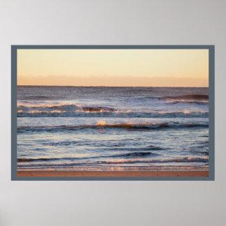 Praia na foto do nascer do sol pôster