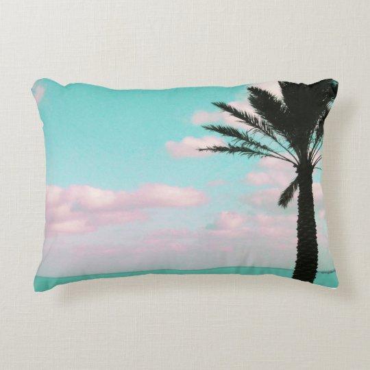 Praia tropical, vista para o mar, nuvens almofada decorativa
