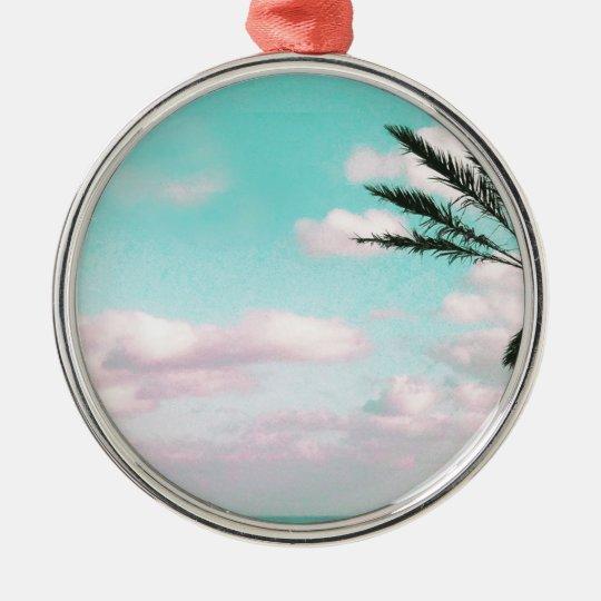 Praia tropical, vista para o mar, nuvens ornamento redondo cor prata