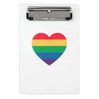 Prancheta do orgulho do coração do arco-íris mini