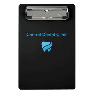 Pranchetas do pessoal de escritório do dentista