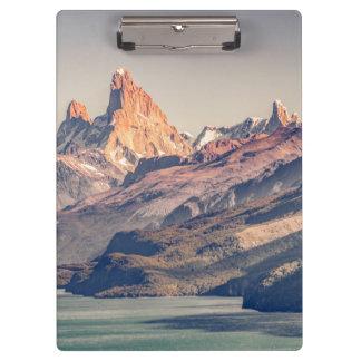 Pranchetas Fitz Roy e montanhas de Poincenot Andes -
