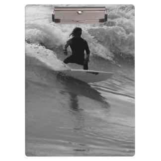 Pranchetas Surfando o Grayscale das ondas