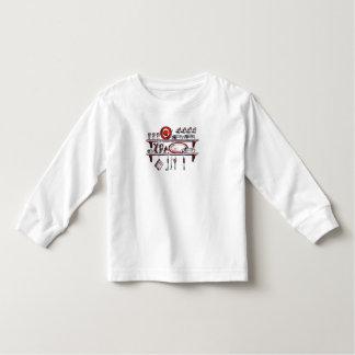 Prateleira retro da cozinha em branco e vermelho t-shirt