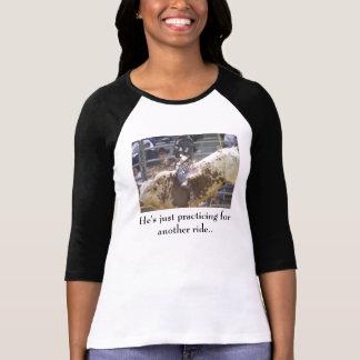 Praticar para um outro t-shirt do passeio