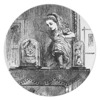 Prato Alice em um espelho