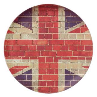 Prato Bandeira BRITÂNICA do vintage em uma parede de