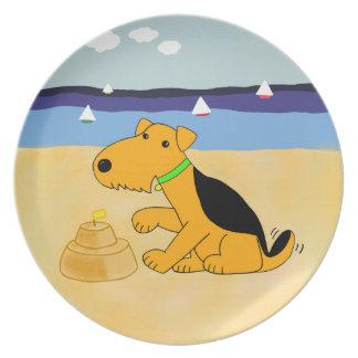 Prato Cão de Kawaii Airedale Terrier na placa da praia