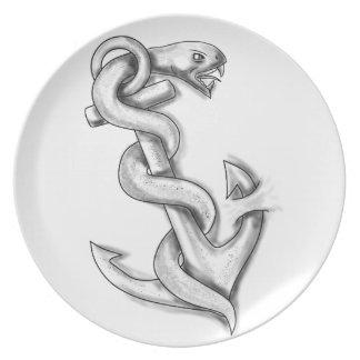 Prato Cobra de Asclepius que ondula acima no tatuagem da