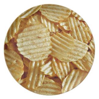 Prato Comida de petisco das microplaquetas de batata