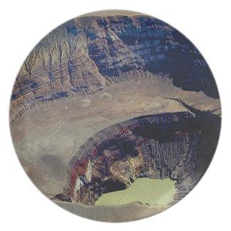 Prato cratera vulcânica profunda