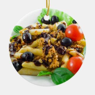 Prato da massa italiana com molho bolonhês ornamento de cerâmica redondo