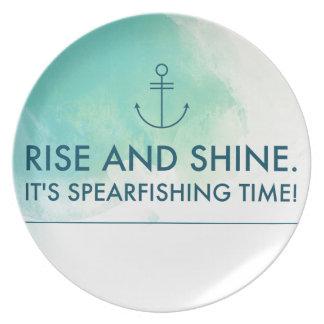 Prato De Festa A elevação e brilha-o é tempo de Spearfishing