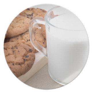 Prato De Festa Copo com os biscoitos do leite e de farinha de