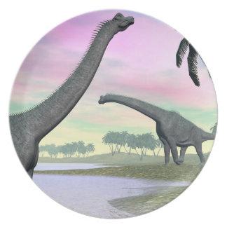Prato De Festa Dinossauros do Brachiosaurus na natureza - 3D