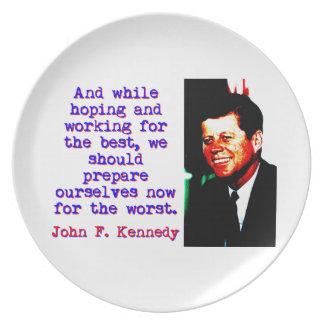 Prato De Festa E ao esperar e ao trabalhar - John Kennedy