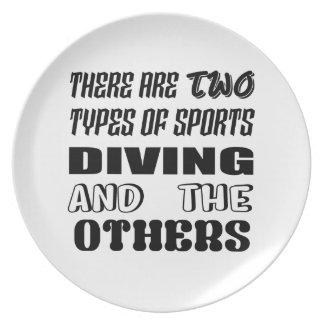 Prato De Festa Há dois tipos de mergulho e de outro dos esportes