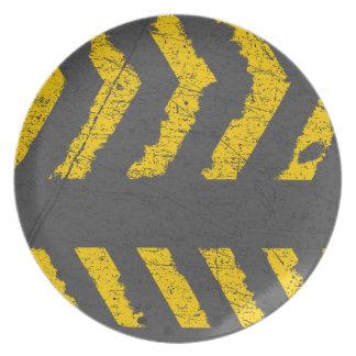 Prato De Festa Marcação de estrada amarela afligida Grunge