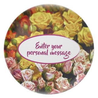 Prato De Festa Mini rosas do pulverizador prontos para ser