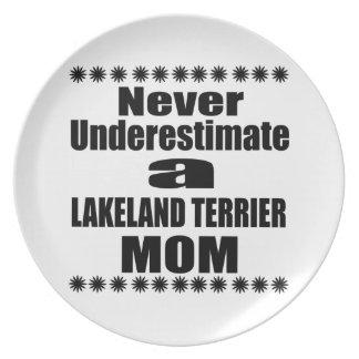 Prato De Festa Nunca subestime a mamã de LAKELAND TERRIER