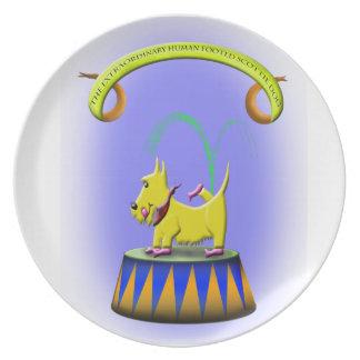 Prato De Festa o cão footed humano extraordinário do scottie