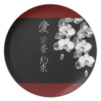 Prato De Festa Orquídeas japonesas no preto