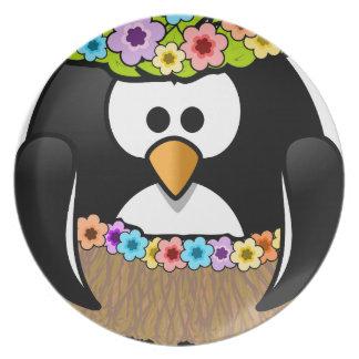 Prato De Festa Pinguim havaiano com flores e saia de grama