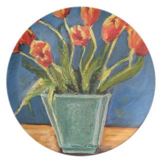 Prato De Festa placa da melamina com as tulipas vermelhas no vaso