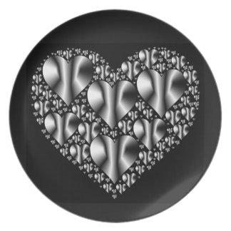 Prato De Festa placa dos corações do Cromo-olhar no fundo preto