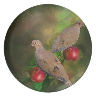 Prato De Festa Pombas de lamentação na árvore de Apple - pintura