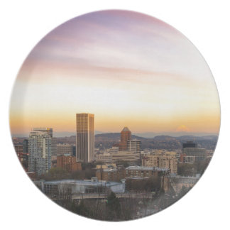 Prato De Festa Por do sol sobre Portland OU arquitectura da