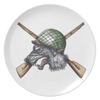 Prato De Festa Tatuagem cruzado capacete dos rifles do lobo