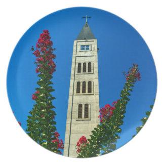 Prato De Festa Torre de Luke do santo em Mostar, em Bósnia e em
