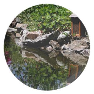 Prato De Festa Uma lagoa do jardim no verão