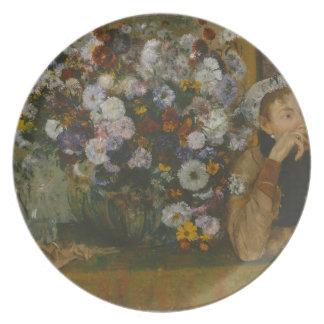 Prato De Festa Uma mulher assentada ao lado de um vaso das flores