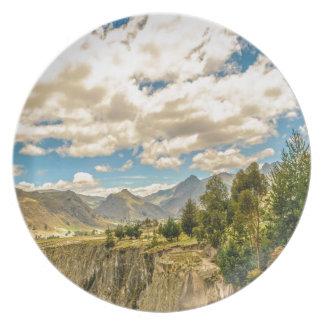 Prato De Festa Vale e montanhas Latacunga Equador da escala de