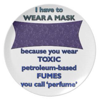 Prato De Festa Vestindo uma máscara porque
