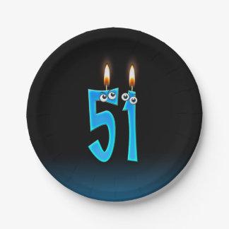 Prato De Papel 51st Aniversário com números iluminados da vela