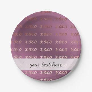 Prato De Papel a tipografia cor-de-rosa do ouro do falso abraça e