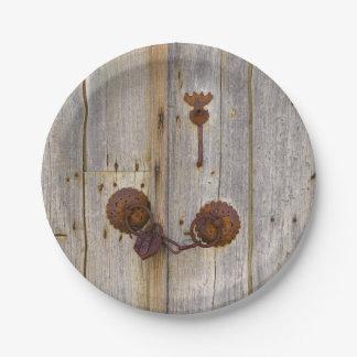 Prato De Papel Cadeado velho do ferro do vintage oxidado em uma