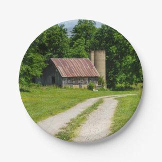 Prato De Papel Caminho através de uma fazenda