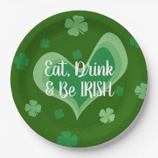 Prato De Papel Coma a bebida e seja partido irlandês do Dia de