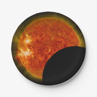 Prato De Papel Eclipse solar em andamento