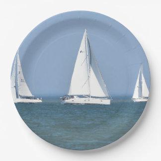 Prato De Papel Foto do veleiro nas placas de papel