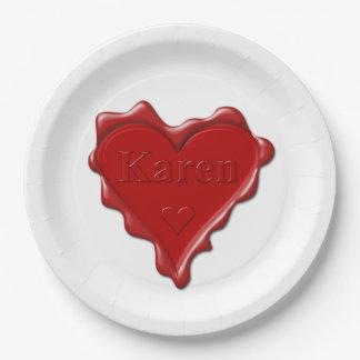 Prato De Papel Karen. Selo vermelho da cera do coração com Karen