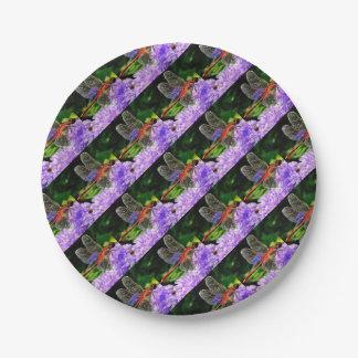 Prato De Papel Libélula vermelha nas flores roxas violetas