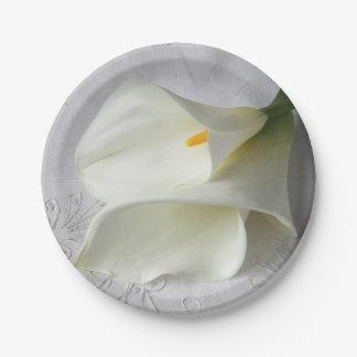 Prato De Papel Lírios de calla brancos no linho